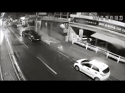 CCTV Man Confused in the Road Dies Instantly