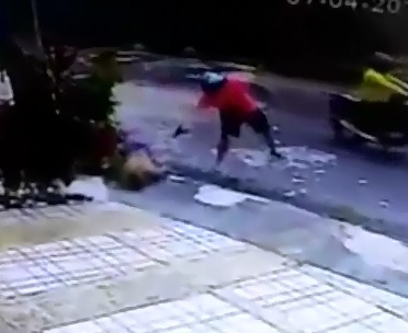 Another Helmet Wearing murderer Executes Man Point Blank