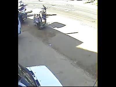 Dudes Reversing no Bike are Run the Fuck over