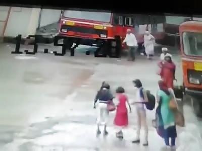 CCTV: Elderly Ran Over by Bus