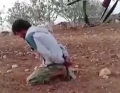 Brutal Machine Gun Execution of Kneeling Captor by Kurdish Rebels