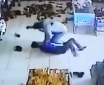Clerk Tries To Wrestle Gun From Robber But Gets Shot Dead