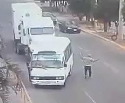 Road Rage Asshole Gets Instant Karma