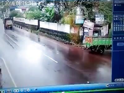 SHOCKING ROAD ACCIDENT - HELMET SAVED THE BIKER