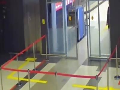 COMICAL VERSION: LADA SAMARA CHASE IN RUSSIAN AIRPORT