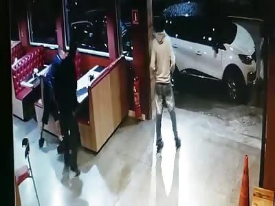 MAN REACTS ASSAULT AND SHOT BANDIT
