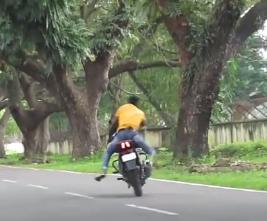 Indian man dies while performing stunt on his Motorbike.