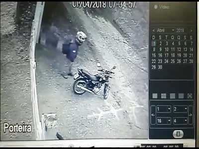 CCTV MURDER... Thief executes a guy before taking his bike