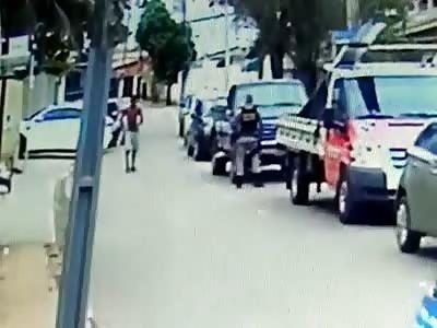 POLICE SHOOT CRAZY MAN
