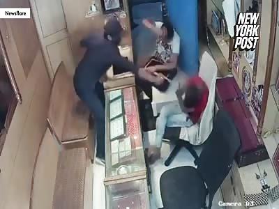 Jeweler fights back after getting pepper-sprayed