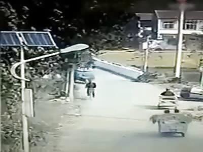 Dog bites a cyclist.