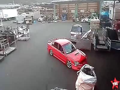 stupid man tries to destroy a subaru in Russia