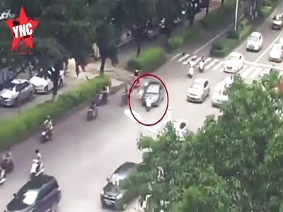 zebra crossing accident   on the Yintong Road in Liuzhou City, Guangxi
