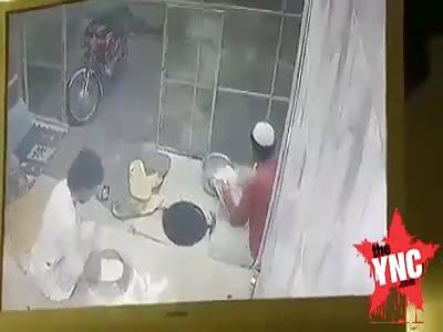 man fell into the bread oven in Quetta , Pakistan