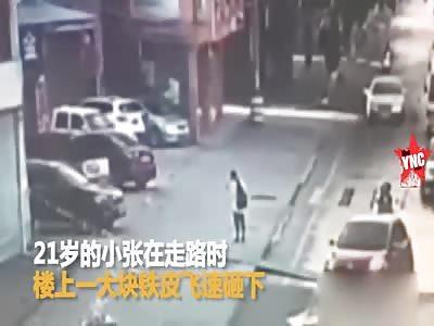 large sheet of metal fell on to Zhang Xiao in  Guangdong