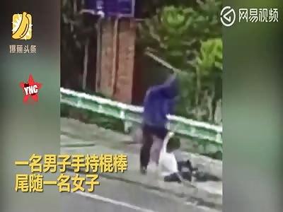 man hurts a random woman with a stick in Sichuan Xichang