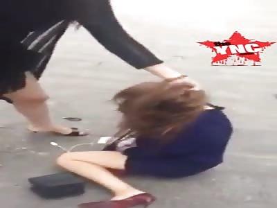 beautiful woman in  Guangdong is beaten up