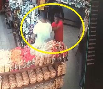 Man Stabs Random People Inside Supermarket