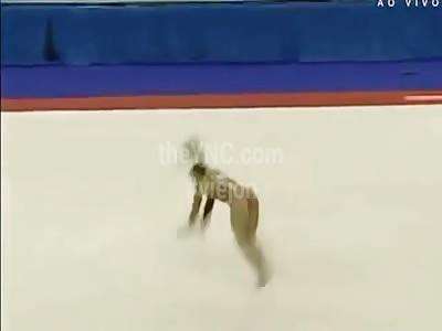 Gymnast breaks her neck in failed acrobatics