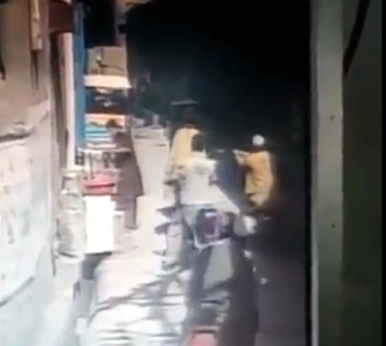 Man Gets Murdered in the Street in Dera Ismail Khan, Pakistan