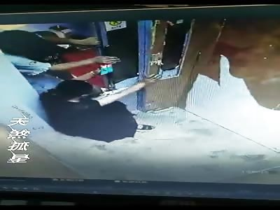 Little Chinese Kid Gets Hand Jammed in Evelavator Door