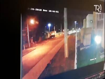 CCTV of Mans Murder in  Grande Curitiba Brazil @00:36