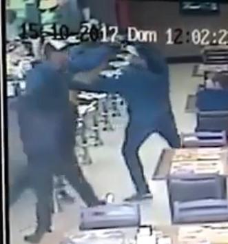 Robber kills police to shots in Brazil