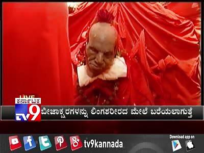 Sri Shivakumara Swamiji funeral (preparing the corpse)