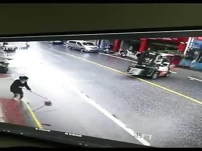 Driver Has Better Luck than his Girlfriend