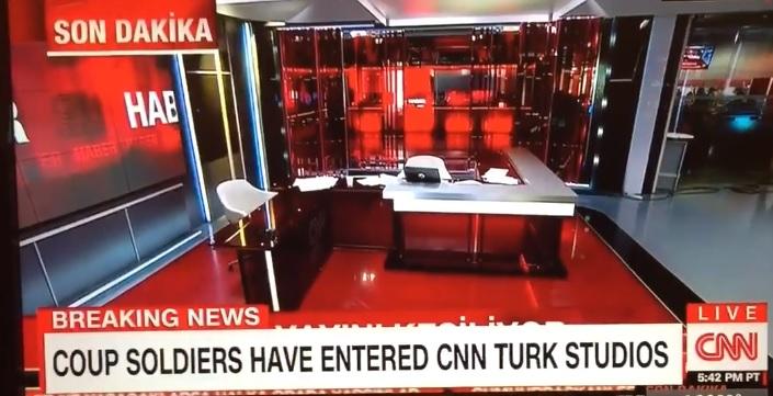 CNN's Headquarters Live Streaming when Armed Men Break into It!
