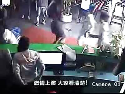 Lunatic Wielding a Huge Machete Attacks Internet Cafe-