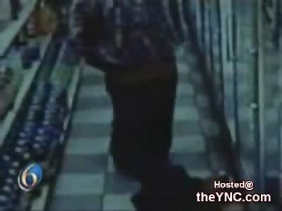 Man beats Toddler in Detroit Store