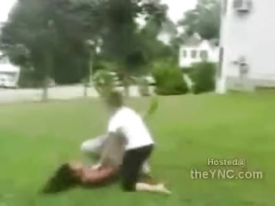 Bad Ass White Girl Brutally makes a Mochery of her Opponent