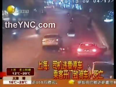 不幸的: Chinese Biker hit by Opening Car Door..then Run Over and Killed by Car