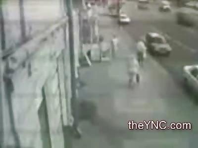 Shocking Video of a Bus Killing 2 Pedestrians Walking on the Sidewalk