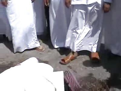 WEIRD: Arab Guys Laugh as Black man Cries over Dead Friend Body