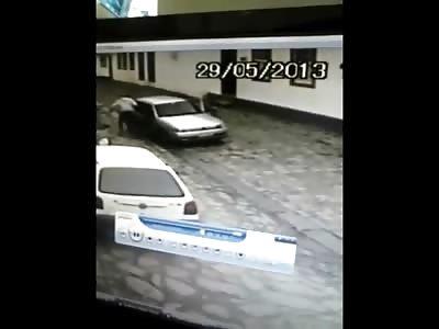 Man on motorcycle Brutally Murders Guy in Car at Close Range