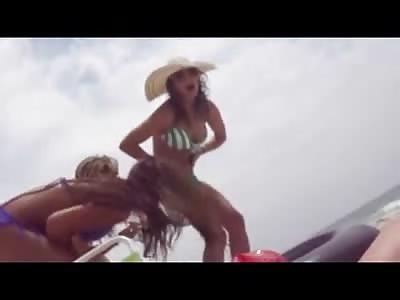 Bikini Girl gets a Catfish Stuck in her Leg at the Beach