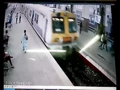 MUMBAI TRAIN OVERSHOOTS PLATFORM
