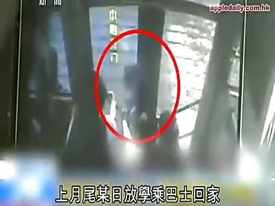 BOY TRAPPED IN THE BUS DOOR IS DRAGGED TWENTY METERS