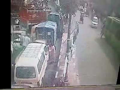 TRAGIC ACCIDENT TRAFFIC IN INDIA