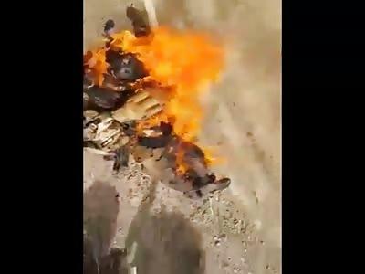 Burning  isis terrorist by Iraqi Patriots