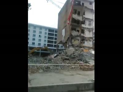 (Rpost) Building destroy Excavator in China