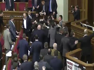 Conflict between Barna and Yatsenyuk at Verkhovna Rada, 11.12.2015